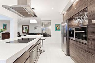 Moderna cocina de acero inoxidable