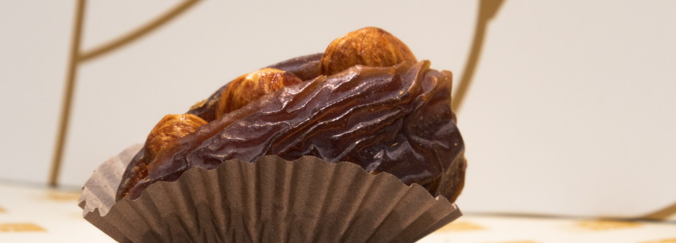 stuffed dates with almonds