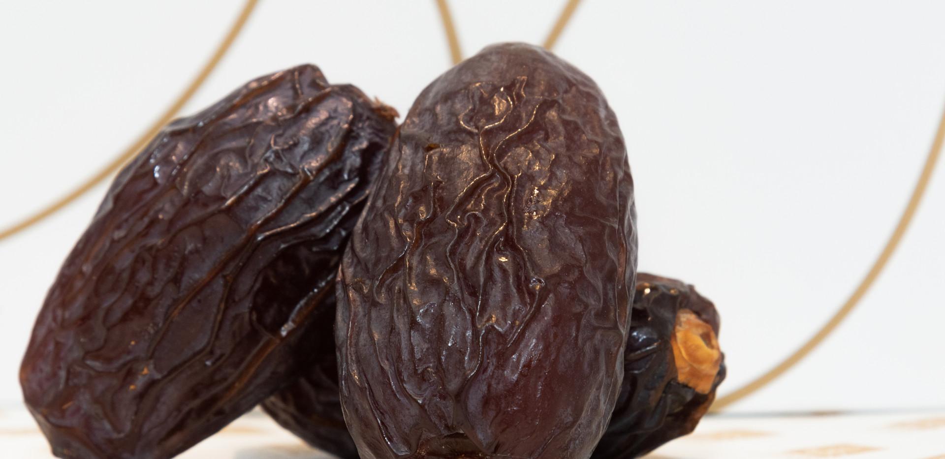 super jumbo plain dates, medjool