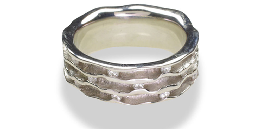 Oyster Diamond Triple Channel Band