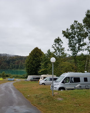 emplacement electrique Lac camping Narla
