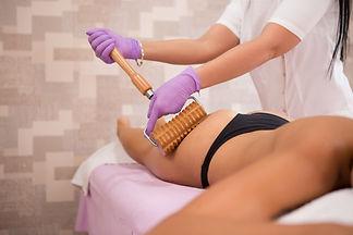 photo femme en cours massage.jpeg