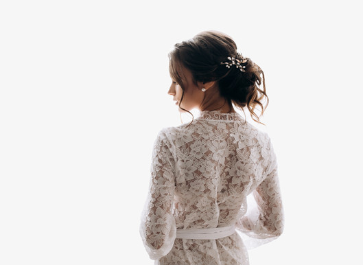 young-bride-wears-pretty-wedding-dress.j