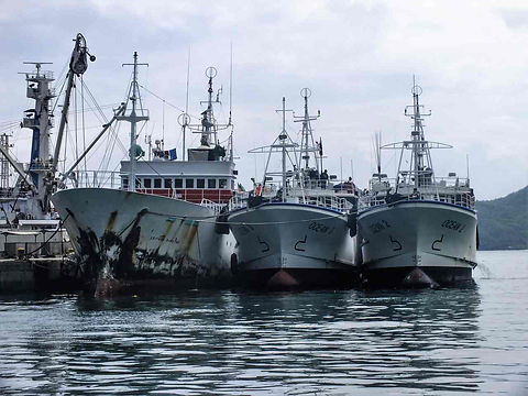 Commercial fishing vessel_Easy-Resize.co
