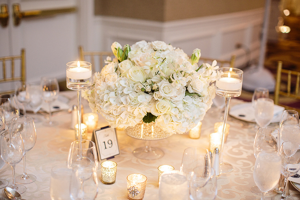 White-Hydrangea-and-Rose-Centerpiece-600