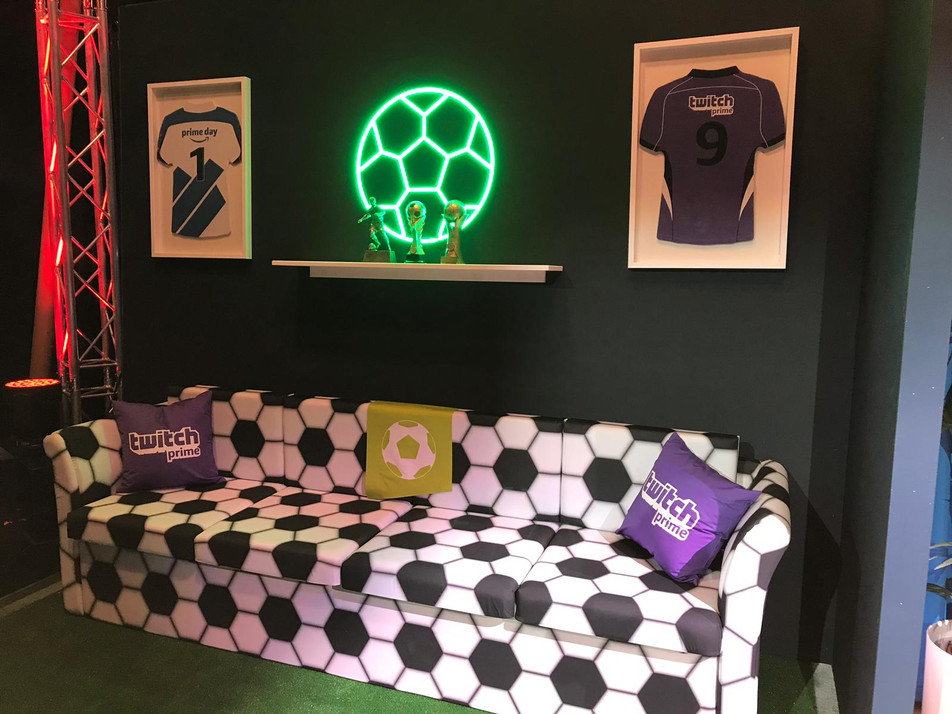 Amazon-Twitch Event FIFA Sofa