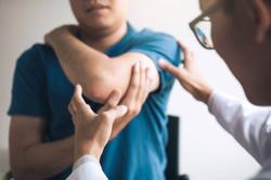 chiropractic-elbow-arm-adjustment-osteop