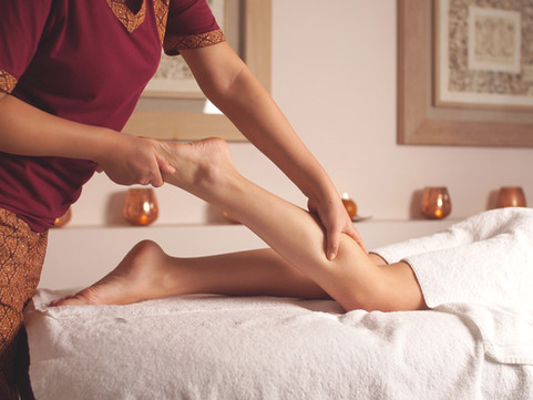 female-therapist-gives-relaxing-foot-mas