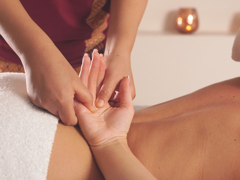 woman-spa-center-gets-relaxation-from-ch