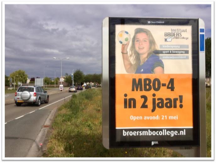 Abri poster langs de weg