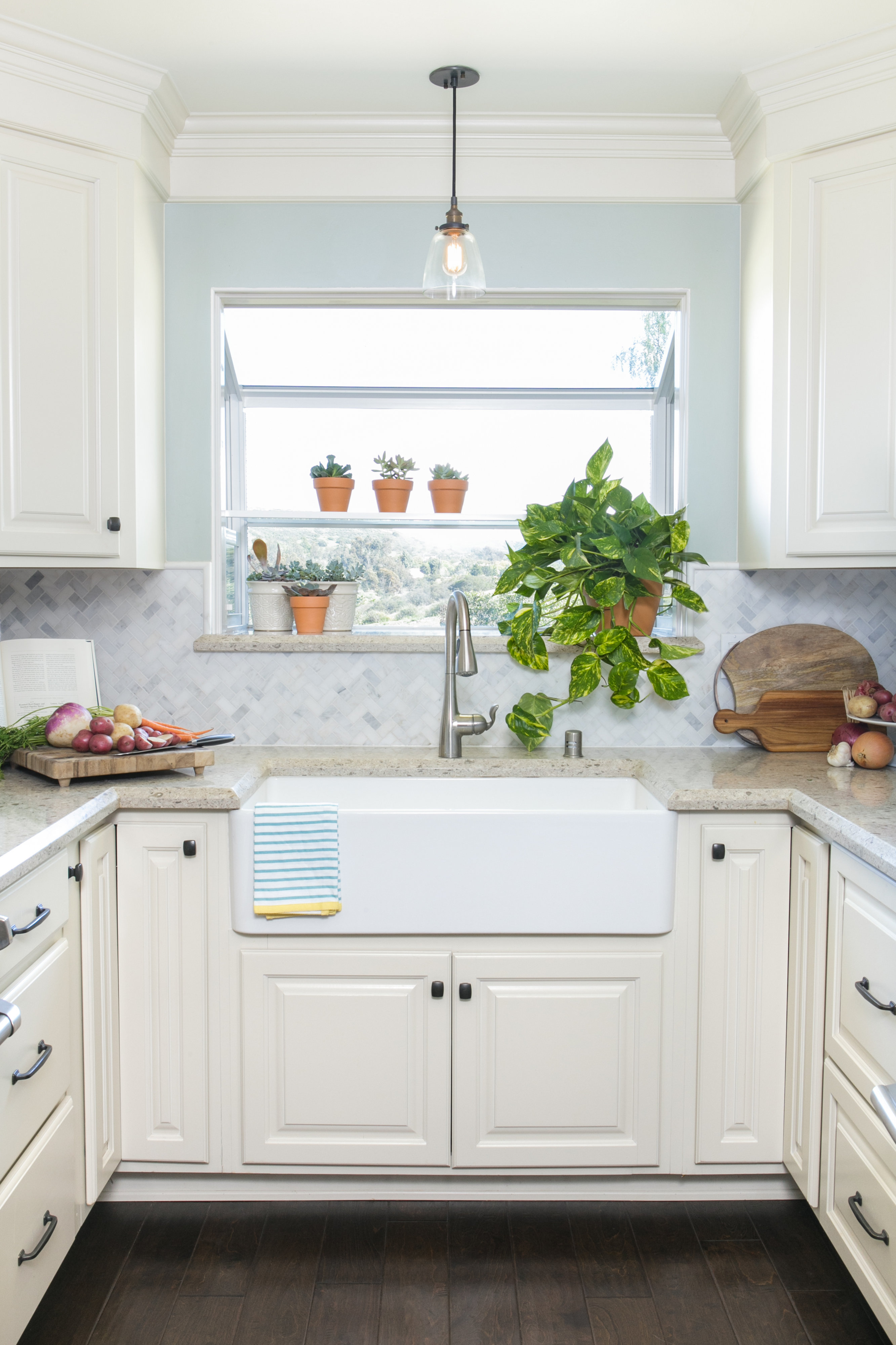 White Small Kitchen Barn Sink