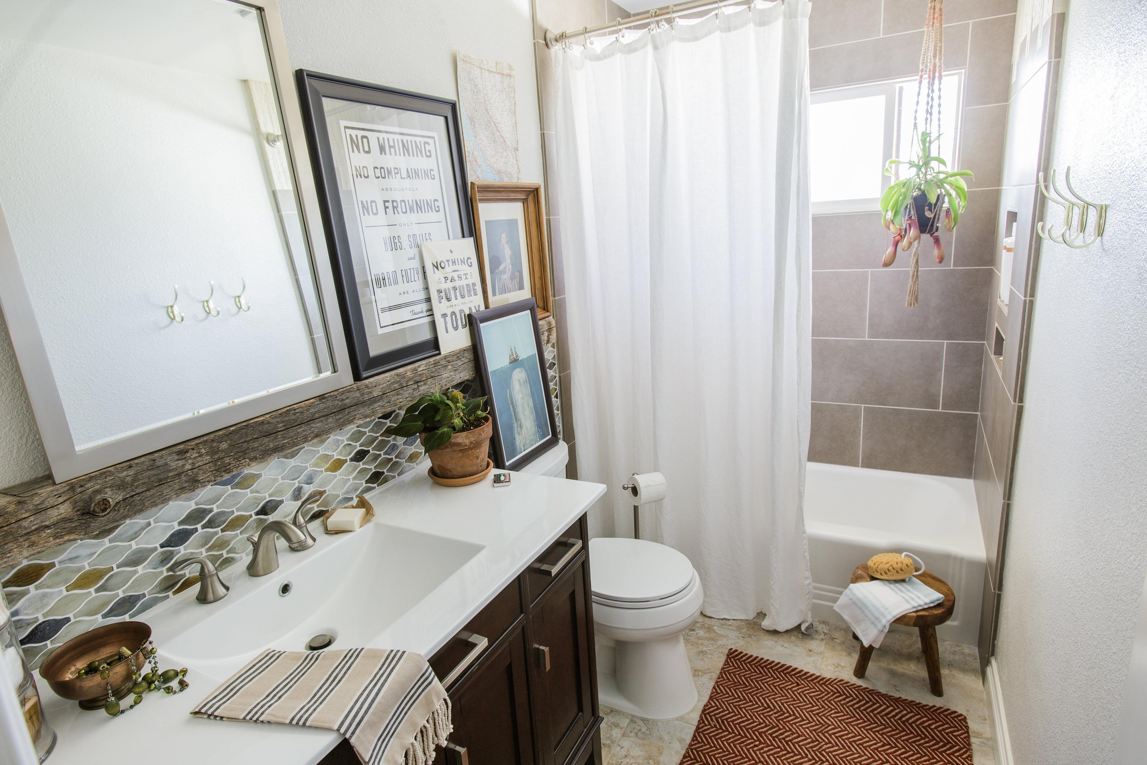 Earth Tone Small Bathroom Decorating