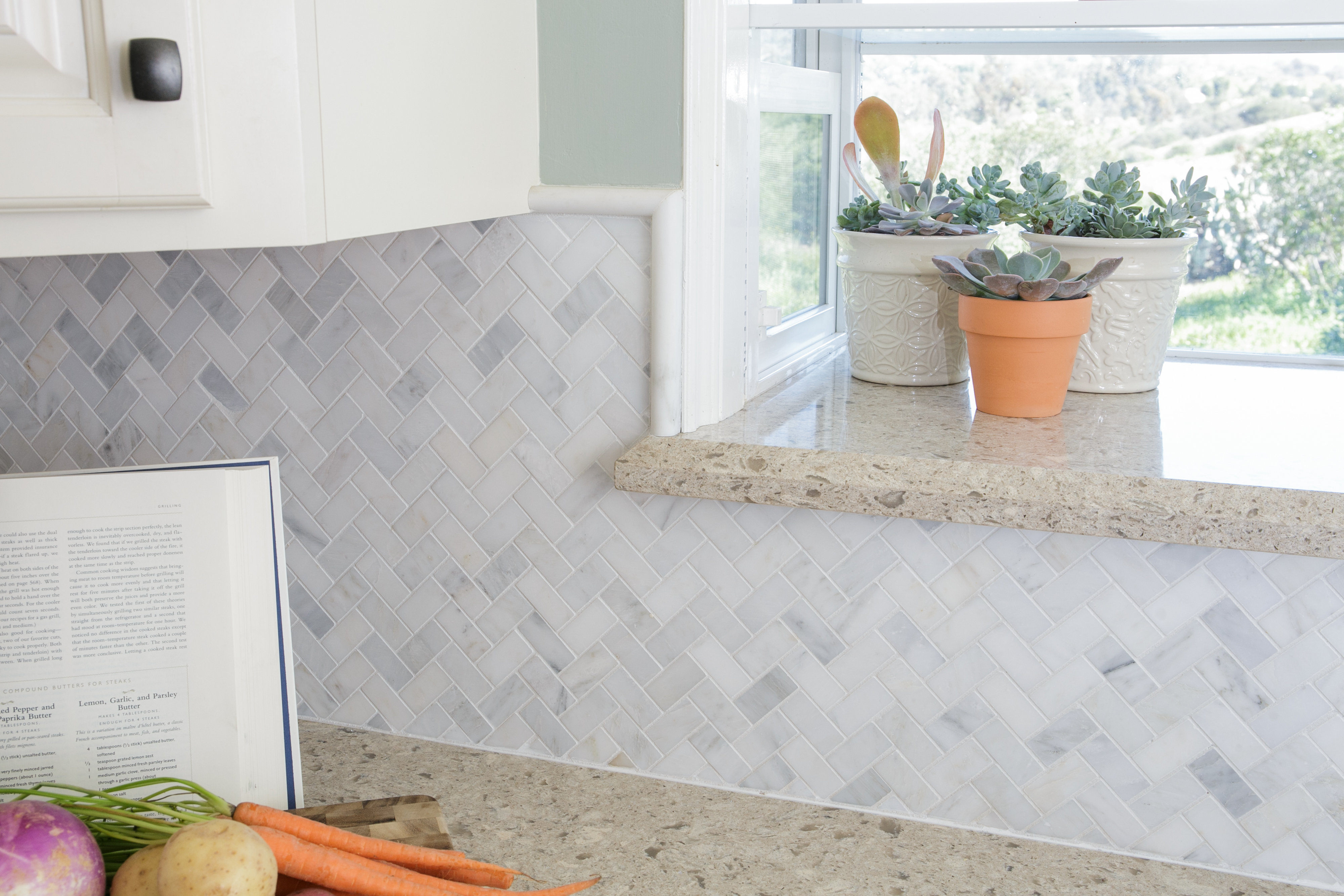 White Small Kitchen Soft Backsplash