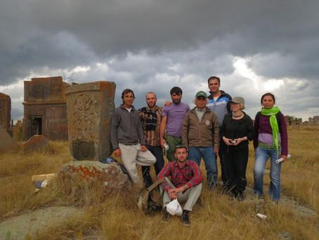 2013年8月ー9月 長岡先生 今夏も〈アルメニア十字の石〉拓本プロジェクト実施
