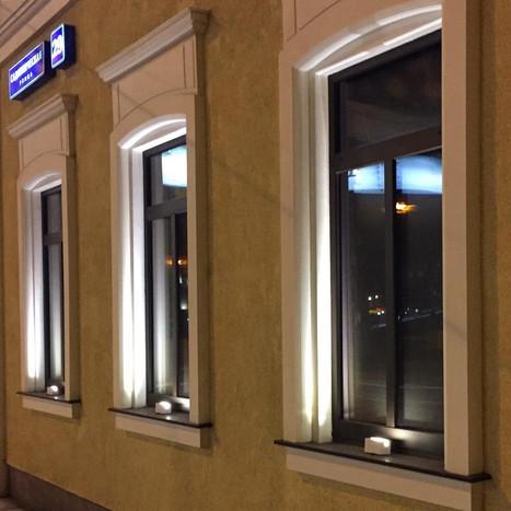 Детализация фасада с помощью освещения.