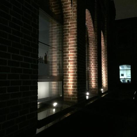 Наружные светильники для освещения арочных проемов здания транспортной компании | Certus Lighting