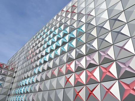 อาคารที่แปลกตาด้วย Facade อลูมิเนียมแบบต่างๆ