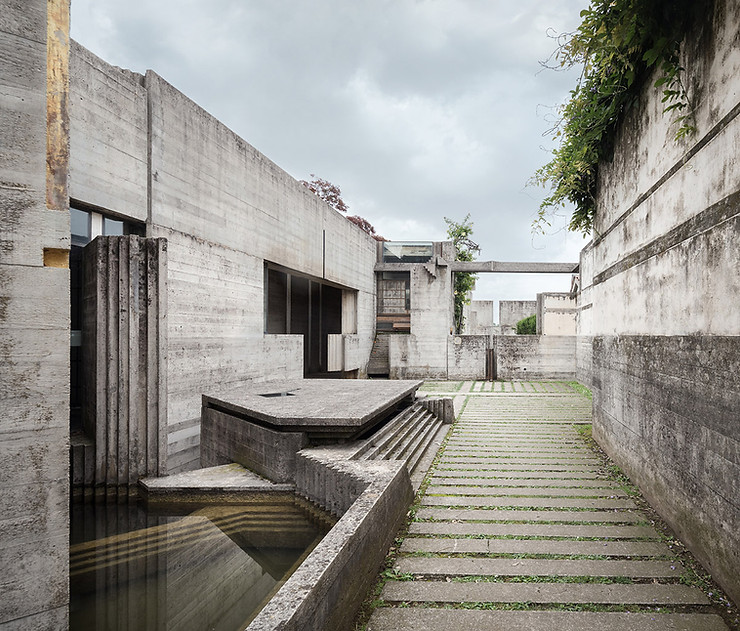 Detail view of chapel side entrance. Note how the concrete details continue underwater, as well. Photo ©Darren Bradley