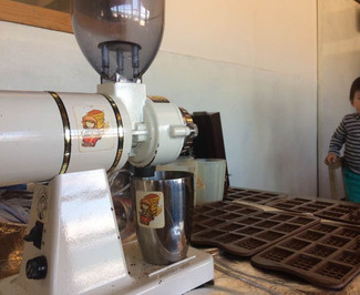 22日に防砂壁設置、カフェの通常営業は29日までです。