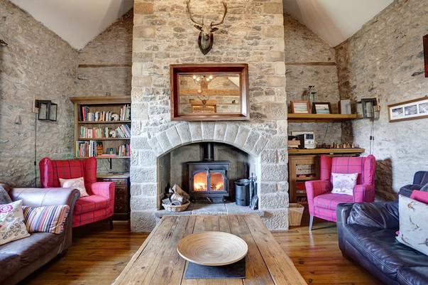 Lounge with multi fuel burner