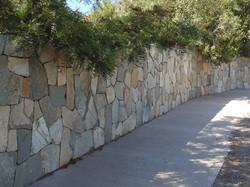 basaltos-y-piedras-naturales-producto-34-muro-piedra-tapa