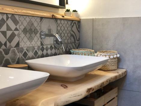 Salle de bain carreaux de ciment.jpg