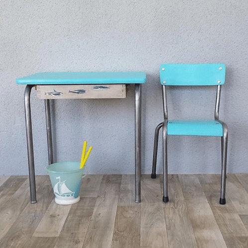 Petit bureau d'écolier et sa petite chaise
