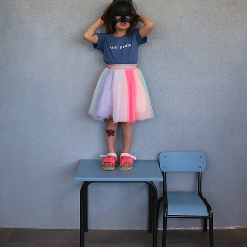 Petit bureau d'écolier bleu crépuscule et sa chaise