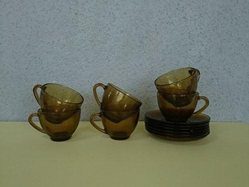 6 tasses arcopal en verre fumé et leurs soucoupes
