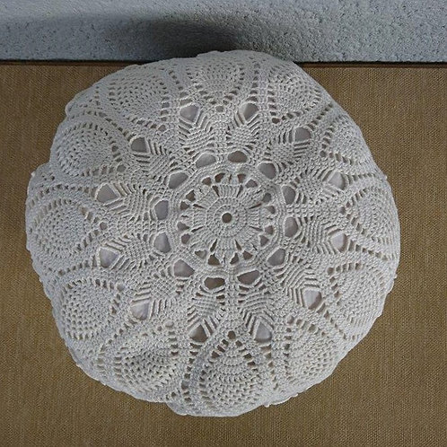 Coussin au crochet blanc 5