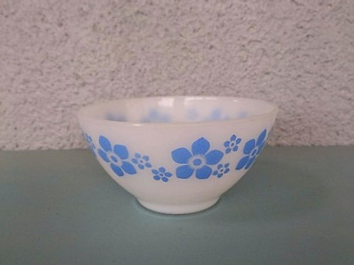 Bol arcopal à fleurs bleues