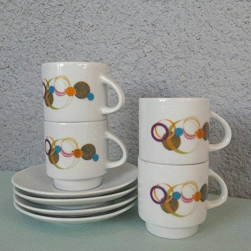 4 tasses à expresso et leurs soucoupes 70's