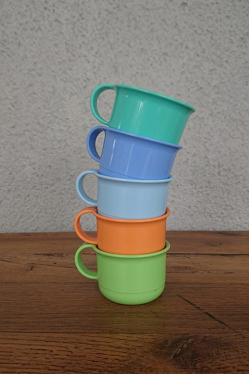 Petites tasses Tupperware
