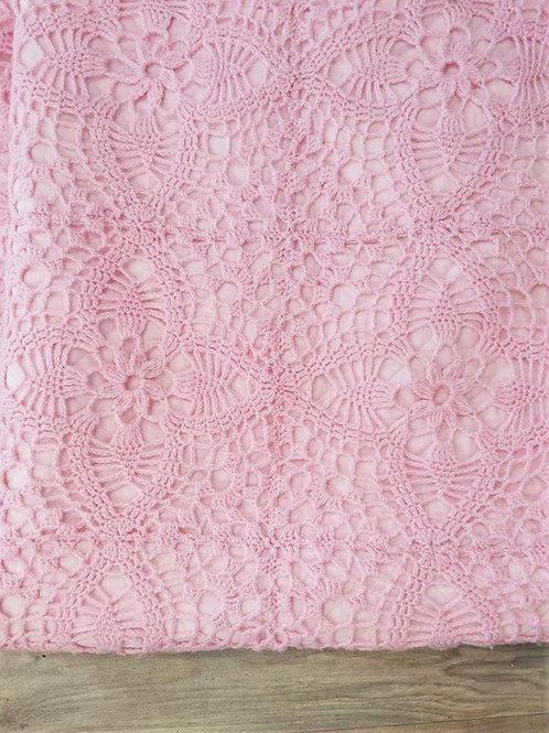 Joli plaid crochet doublé coton rose bonbon