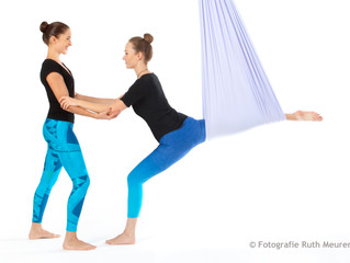 Aerial Yoga und Poledance Schnupperstunden für Anfänger