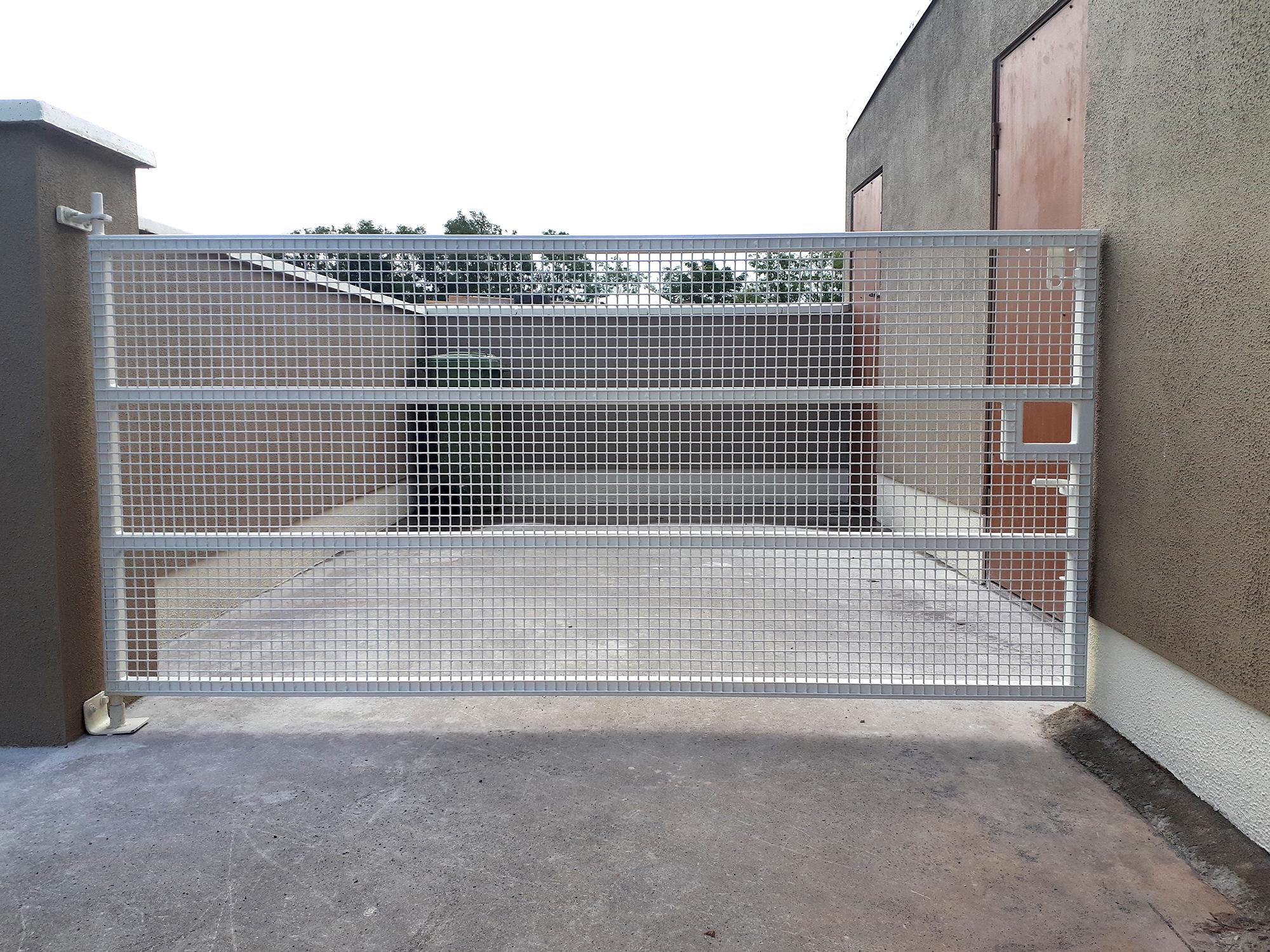 Mesh Side Gate