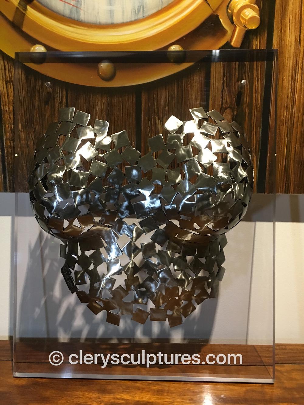 gaïa vue face sculpture acier clery sculptures