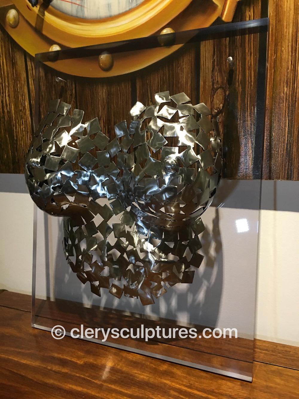 gaïa vue droite sculpture acier clery sculptures