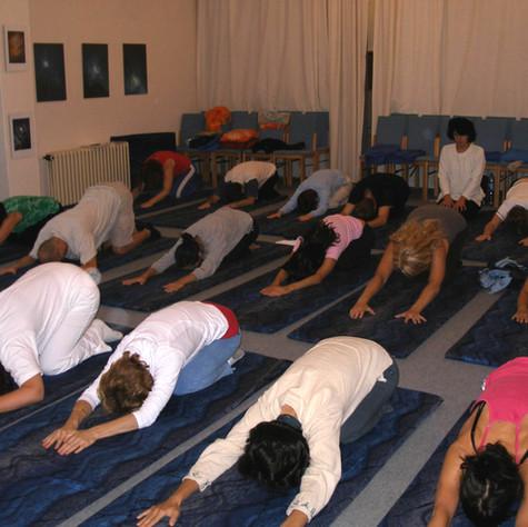 Cvičení v jógovém sále