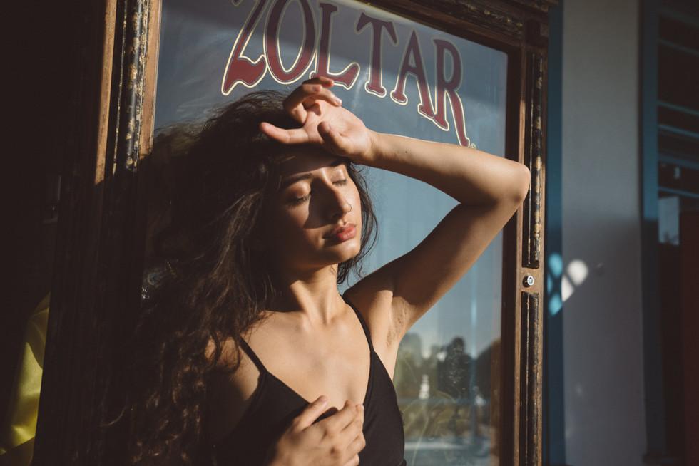 Girl in Sunlight With Mirror | Portrait/Fashion Photography | Chromatone Studios