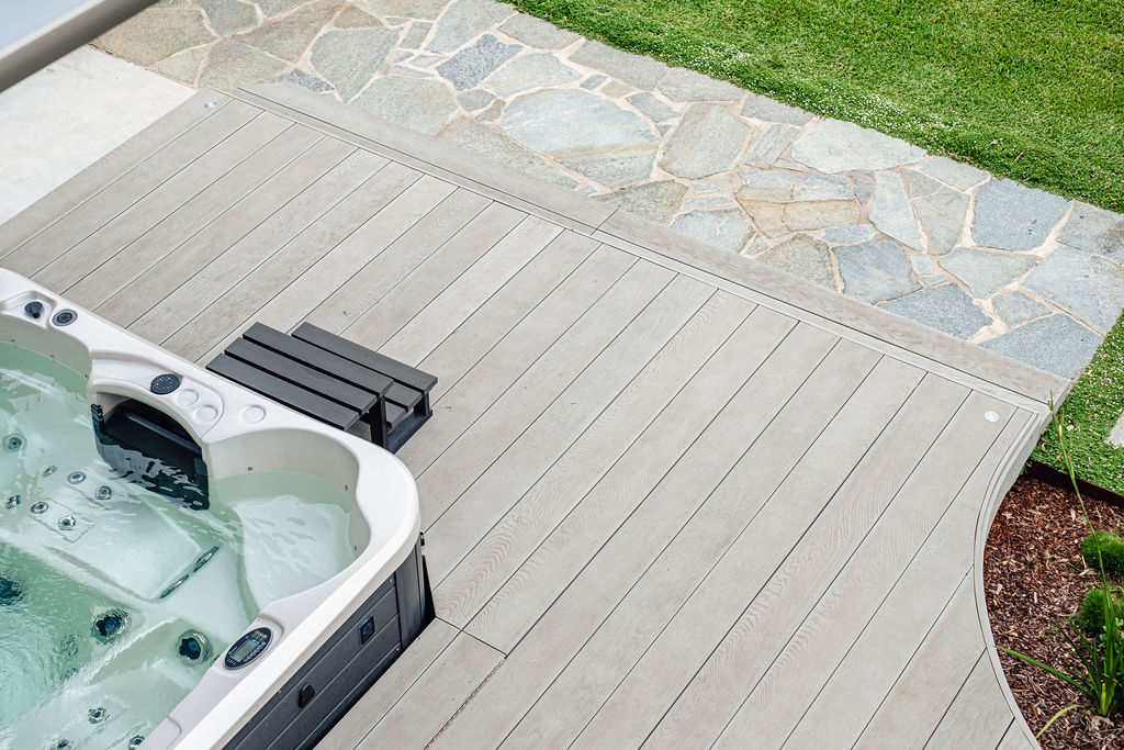 Crazy paving meets with Millboard deck