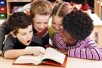 crianças lendo.jpg
