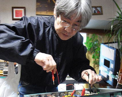 In Memoriam of Mr. Yoshitake Sugaya, Genius Electrician: Dedication to His Life of Music : HIROKI Ko
