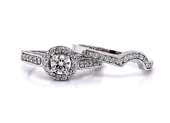 14kt White Gold 0.81ctw Round Diamond Halo Wedding Set
