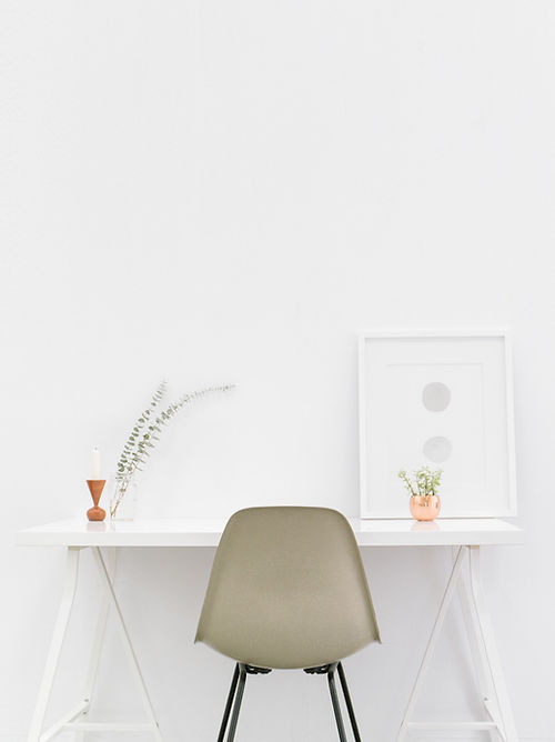 Minimal Desk for a blogging coach