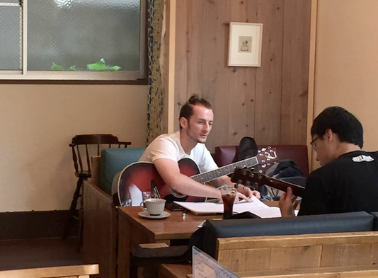 Guitar & Ukulele Lessons in Hiroshima in English.