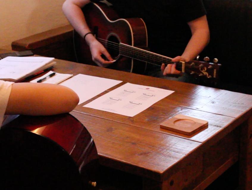 こどもから大人までのギター教室