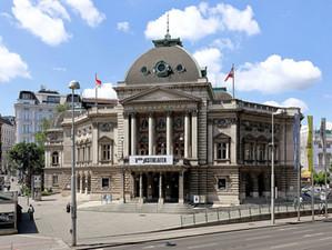Weekly update: Vienna's Volkstheater returns, unexploded WWII grenade found in Tyrol