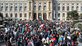 Weekly update: 10,000 people gather in central Vienna to protest Covid restrictions