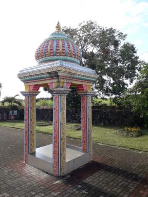 V okolí hinduistického chrámu
